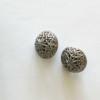 bouton-rond-ciselé-argent-36bobines-à pied