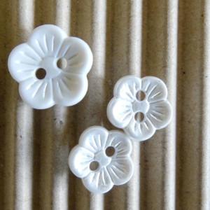 boutons-fleur-blanche-36bobines-nacré