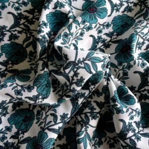 viscose petites fleurs vertes fond blanc tissu